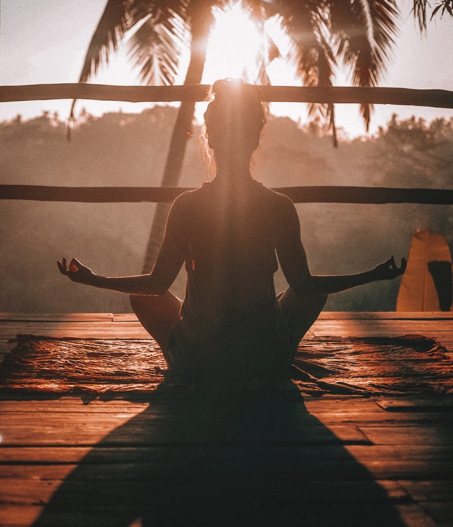 Yoga beim Sonnenuntergang