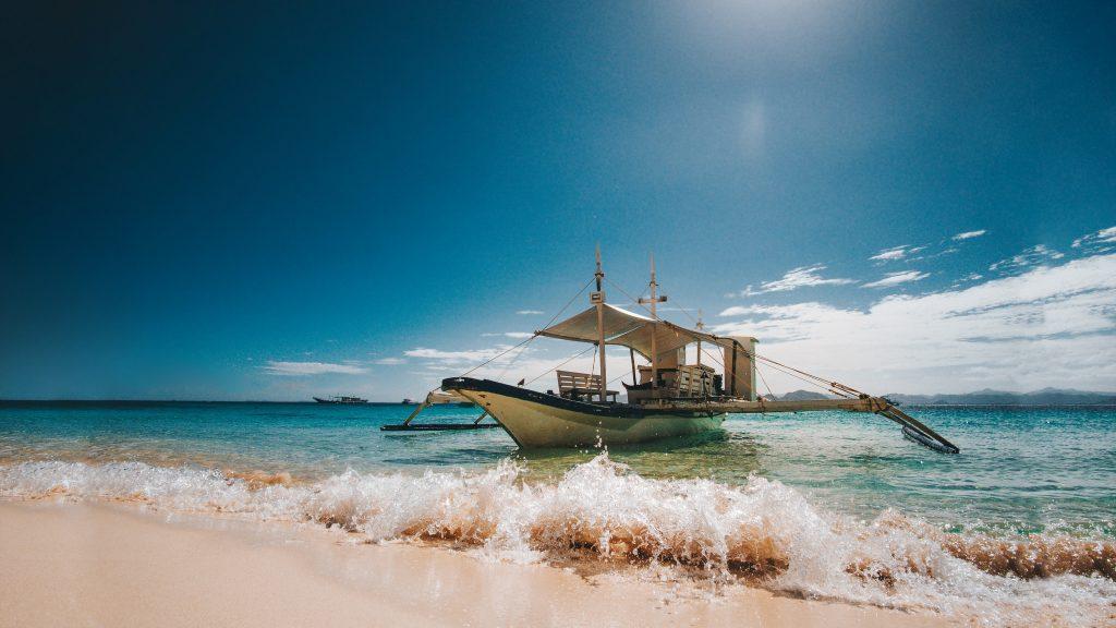 Banca Boot am Strand beim Island hopping