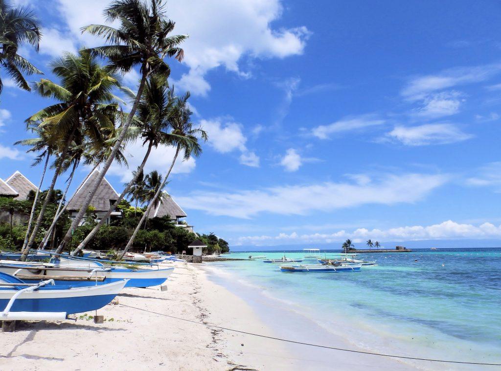 Strand mit Booten auf Bohol