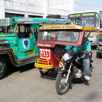 tricycle fahrer auf den straßen der philippinen
