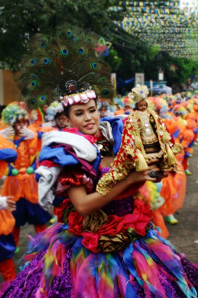 tänzerin beim sinulog kultur festival in cebu