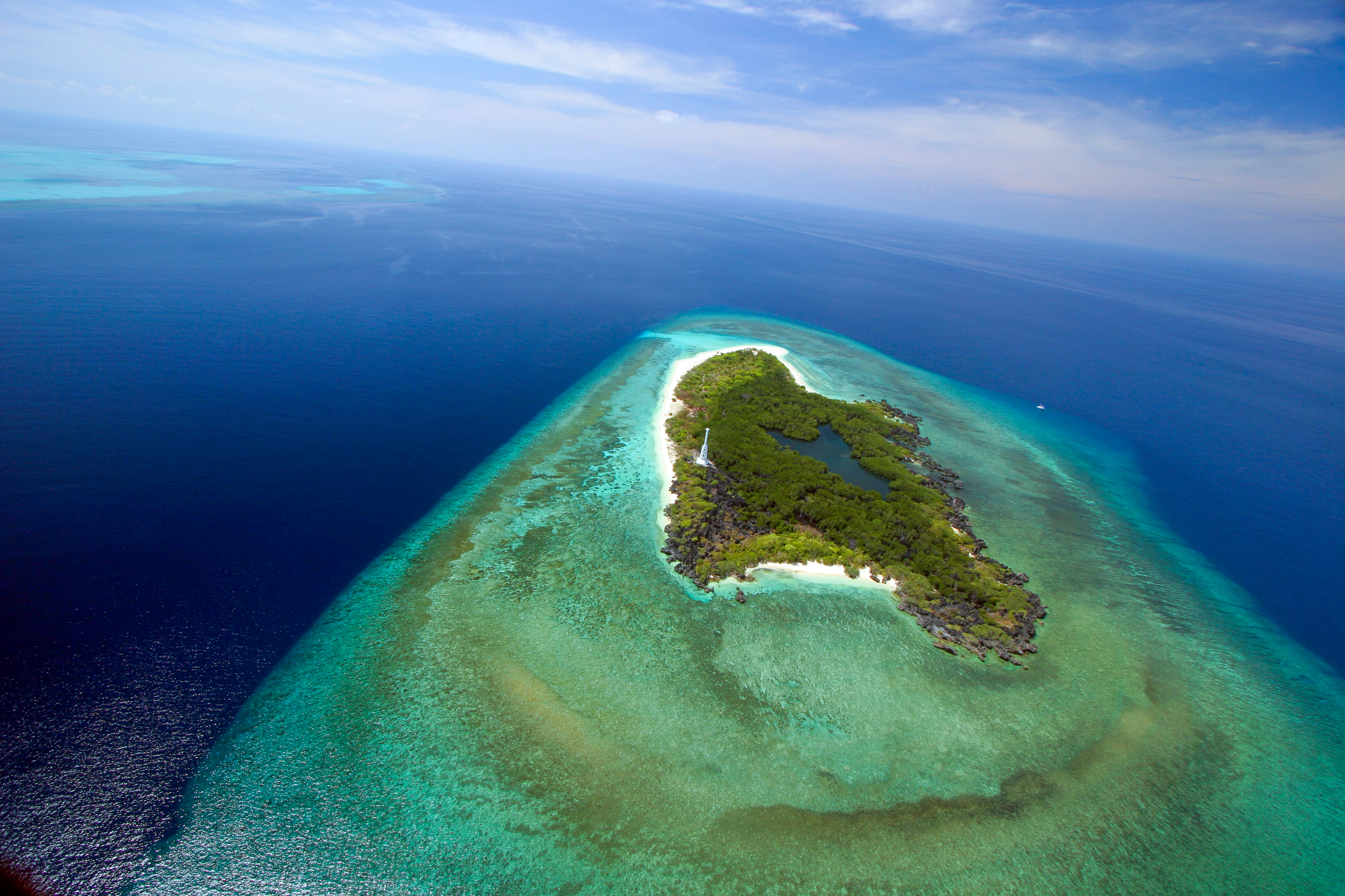 Drohnenaufnahme vom Taucherparadies Apo Reef bei Mindoro - Philippines DOT ©David-Hettich