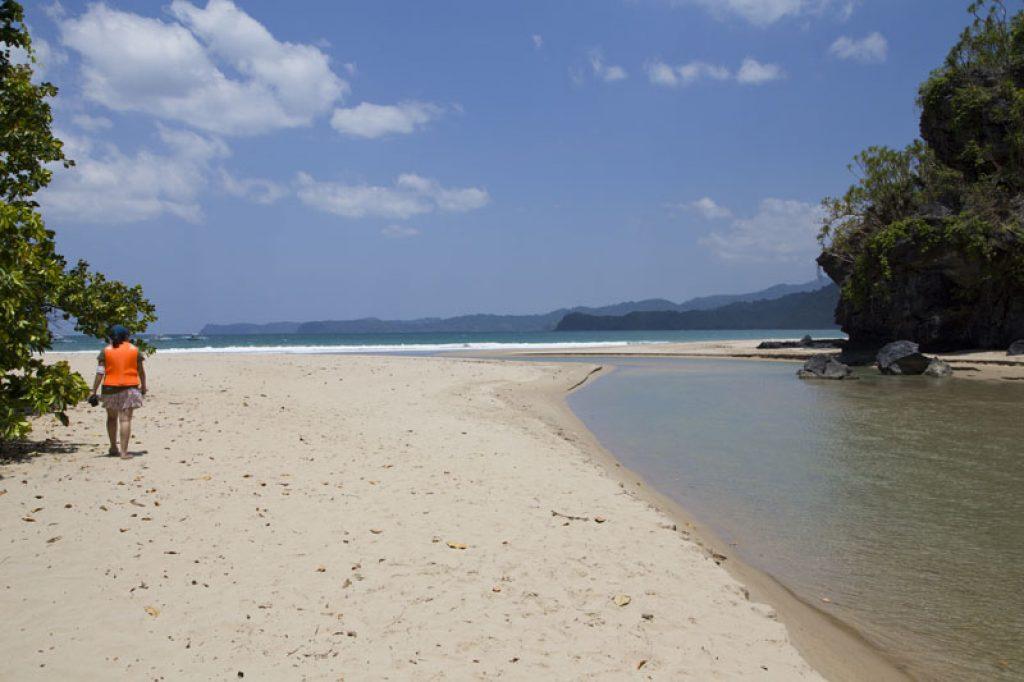 Am Strand bei Sabang ©Philippine Department of Tourism