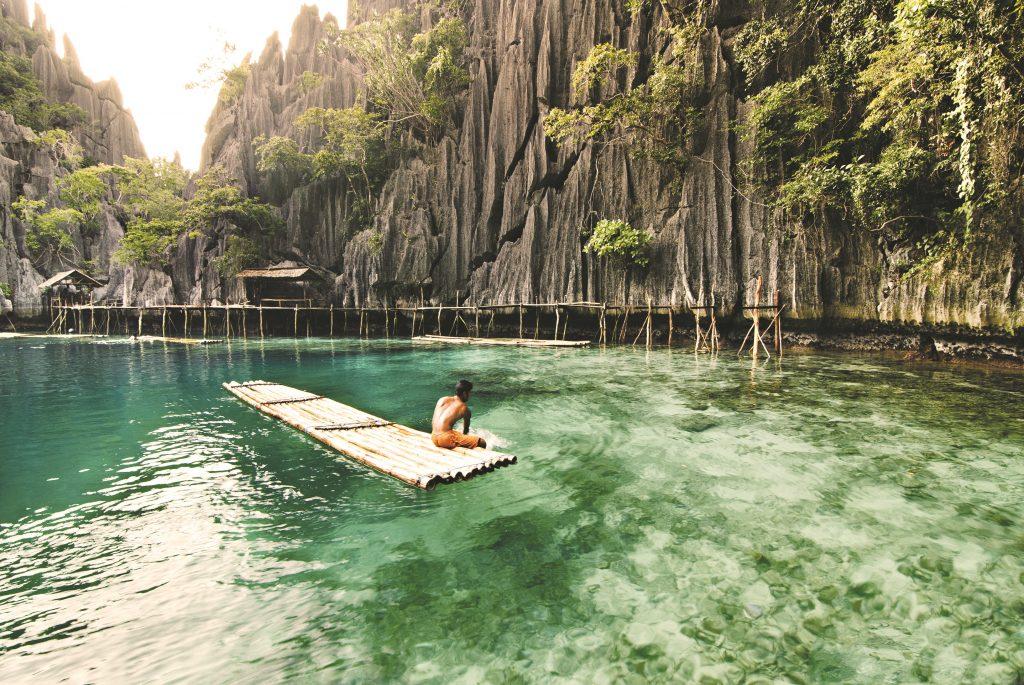 Bambusfloss in der Twin Lagoon in Coron - Philippine DOT - ©Christian_Sangoyo